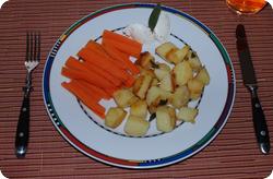 Bratkartoffeln mit Salbei, Karotten und Cantadou