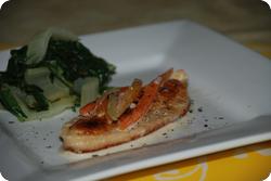Schnitzel an Karotten-Rahmsauce und Krautstiel
