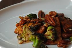 Glasierter Tofu mit Broccoli