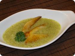 Broccoli-Suppe mit glasierten Birnen