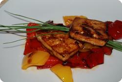 Honig-Tofu auf Peperonibett