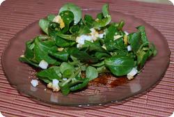 Nüsslisalat an Honig-Vinaigrette