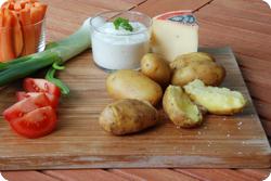 Gschwellti mit Gemüsedips und Käse