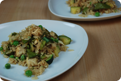 Gebratener Reis mit grünem Gemüse