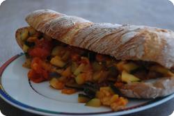 Sandwich mit Gemüse-Pilz-Ragout