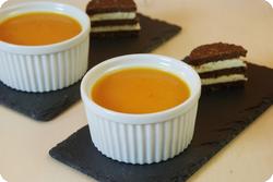 Kürbissuppe mit Ingwer und Pumpernickelhäppchen
