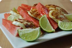 Gebratener Halloumi mit Wassermelone