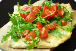 Focaccia mit Tomaten und Rucola