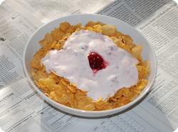 Cornflakes mit Konfi-Joghurt