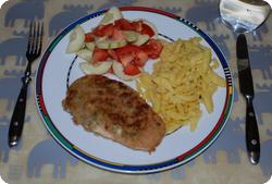 Quornschnitzel mit Spätzli und Tomaten-Gurken-Salat