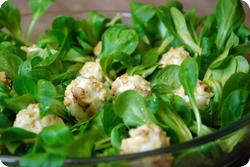 Nüsslisalat mit Ziegenkäsebällchen