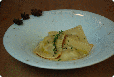 "<a href=""/recipes/450""><img alt=""Titelsschrift"" src=""/system/rectitles/CAPS_Weihnachtsravioli.png?1354462795"" /></a>"
